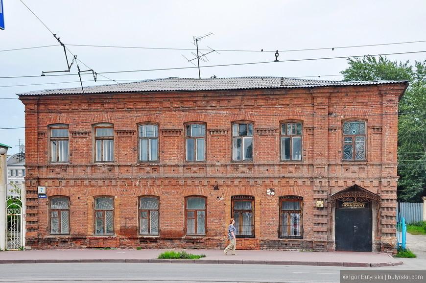 01. Скажу сразу – в Челябинске огромное количество шикарных исторических зданий которыми можно гордиться, но этого не происходит.