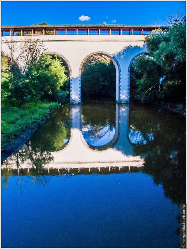 Ростокинский акведук — акведук в Москве, воздвигнутый во времена Екатерины II. В настоящий момент самый старый по годам постройки мост Москвы. Не перестраивался с 1804 года.