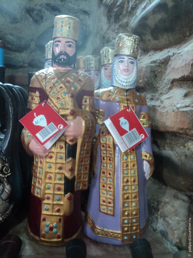 Бутылки в виде царя Мириама и царицы Нана (первых крещенных в Грузии)