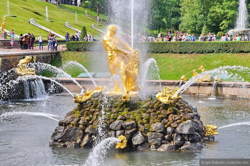 20. Символ Петергофа – фонтан со львом.