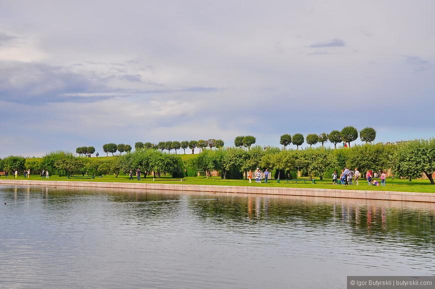 28. Чем дальше от Большого дворца – тем меньше туристов, можно просто погулять по территории.