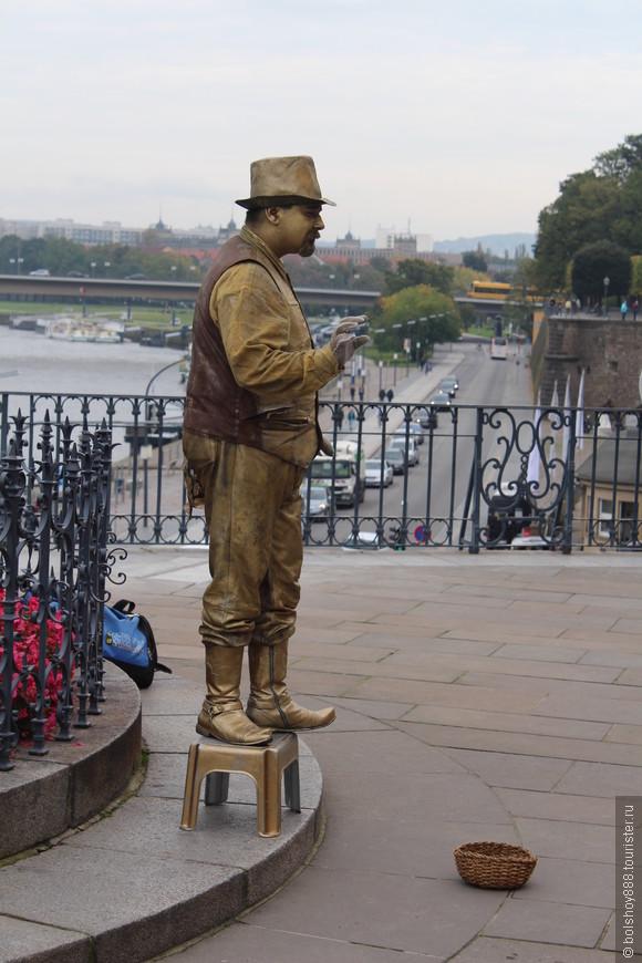 Живые скульптуры и в Дрездене есть