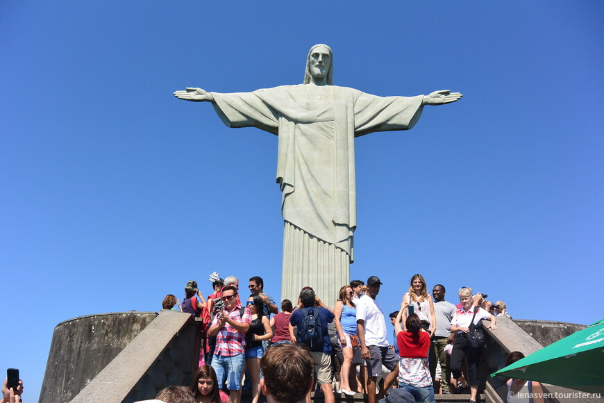 Статуя выполнена из так называемого мыльного камня.