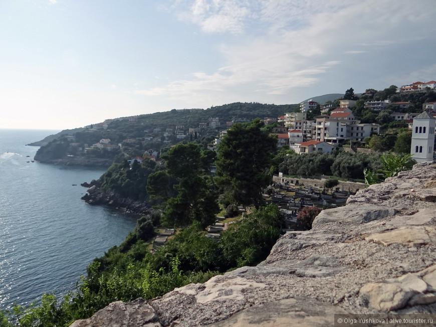 Вид на побережье, открывающийся со стен Старого города...