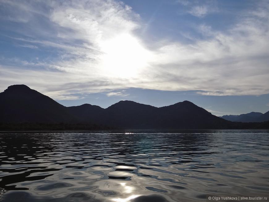 Солнце уже потихоньку клонилось к горизонту, благодаря чему и пейзажи получались особенно красивыми...