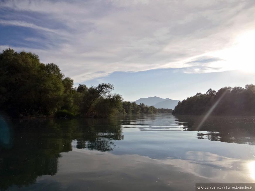 Всё-таки есть в этом озере что-то таинственное и нездешнее...