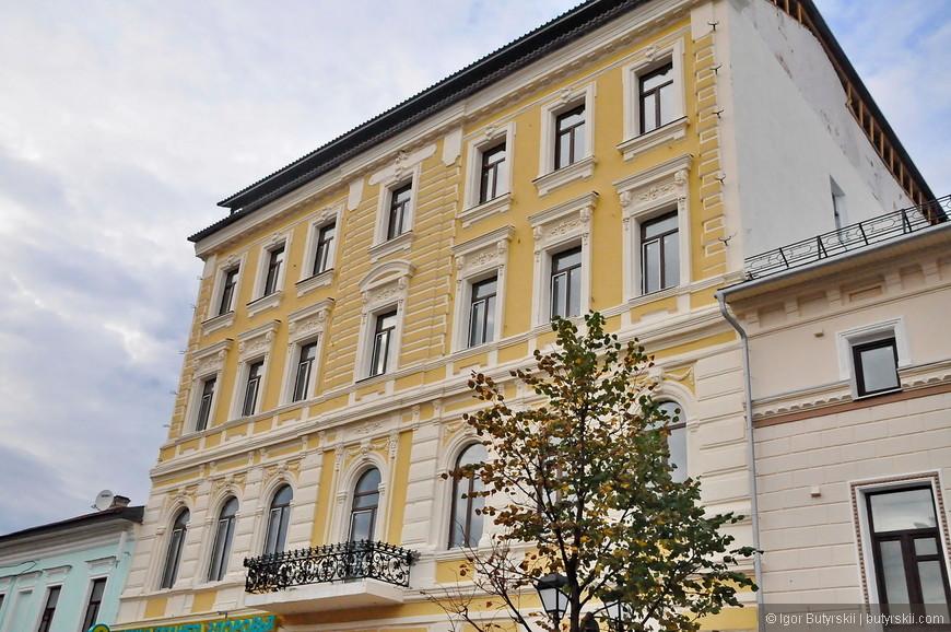 03. Улица изобилует отличными историческими зданиями, к сожалению, многие отстроены заново, а где то сохранилась оригинальной только фасадная часть.