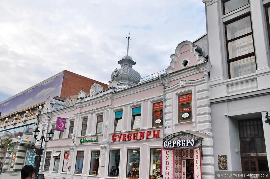 23. Проблем с покупкой казанских сувениров нет никаких. Десятки магазинов вдоль всей улицы.