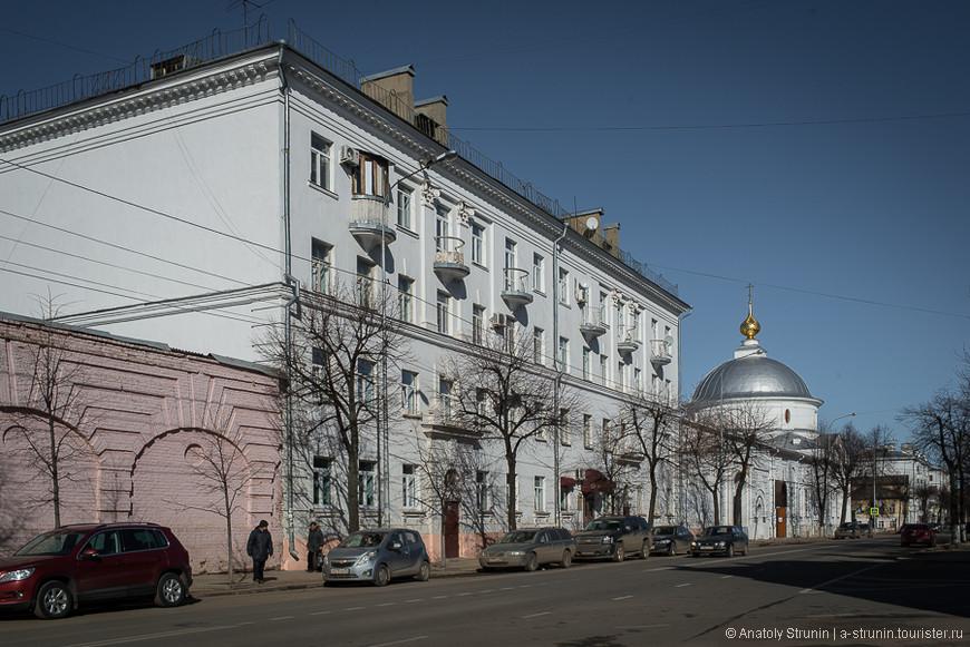 Дом, где жил Борис Немцов.