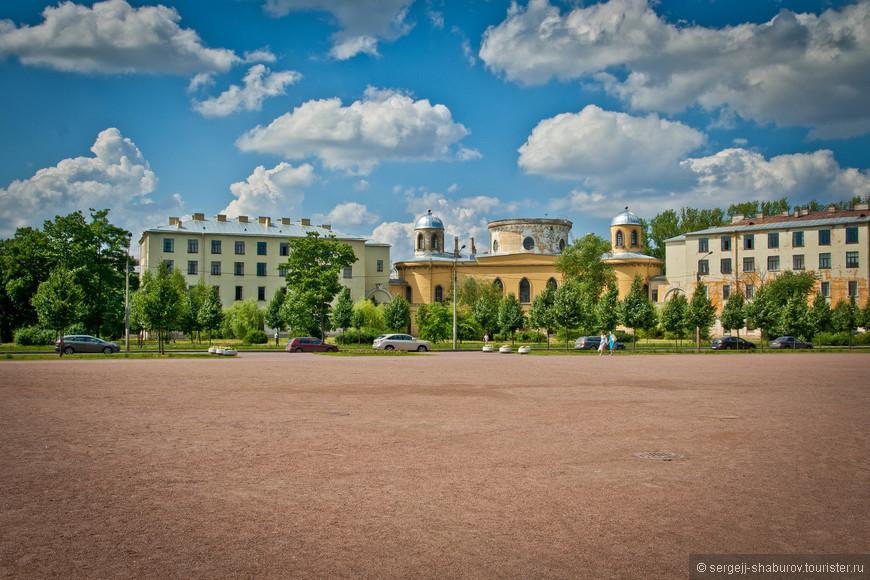 Чесменский дворец. Сейчас во дворце разместился Государственный университет аэрокосмического приборостроения (ГУАП).