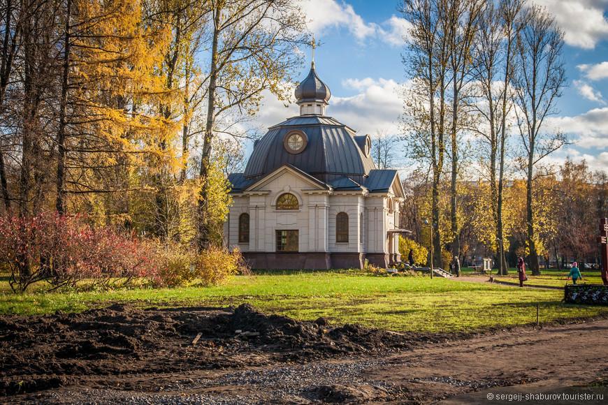 Церковь-часовня Всех Святых, в земле Российской просиявших, в Московском парке Победы.