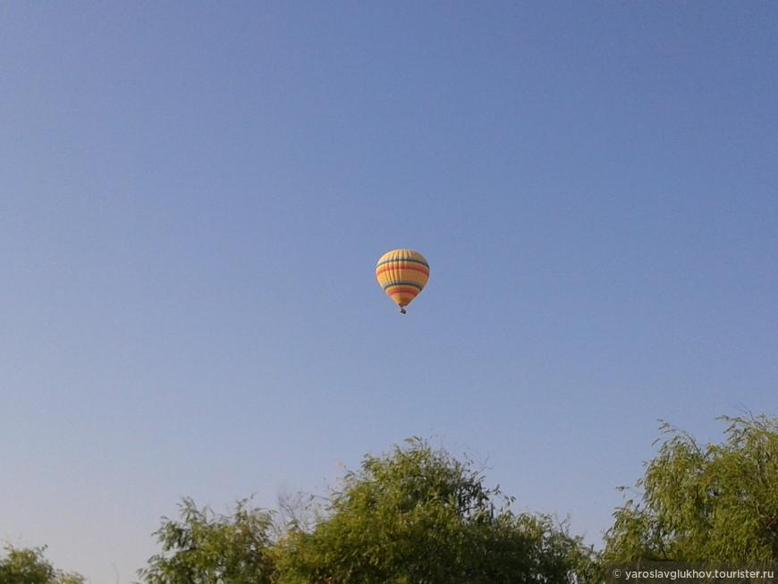 Воздушный шар в небе Каппадокии.