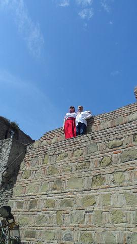 На древних стенах крепости Нарикала