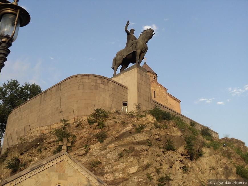 Метехи. Памятник основателю Тбилиси - Вахтангу Горгасали