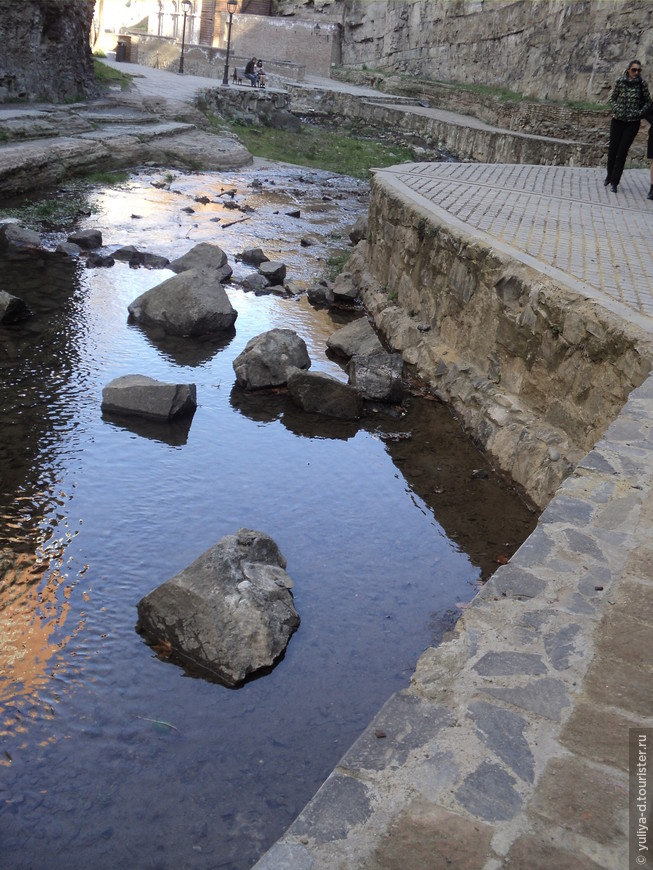 Абанотубани. Около водопада Тбилиси