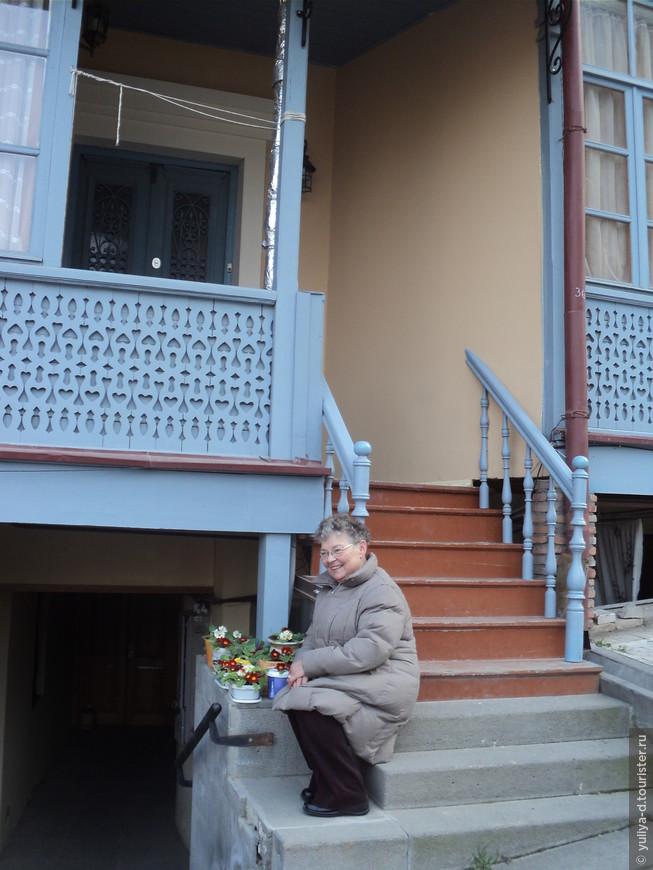 Улочками Старого Тбилиси. Наша туристка из Казахстана