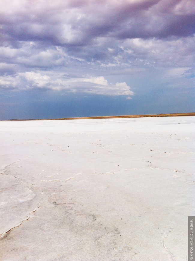 Ехали в мае, когда увидела первое озеро, в первую очередь в голову пришла мысль,что оно еще не растаяло после зимы :)