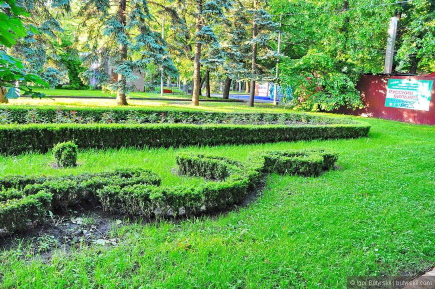 23. Центральный парк аккуратный, красивый и чистый, самое то – погулять вечером.