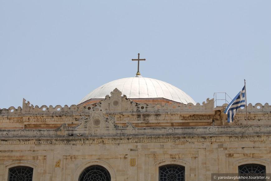 Собор Святого Тита вблизи. Всё-таки чувствуется, что в Греции кризис - достопримечательности не в самом хорошем состоянии.