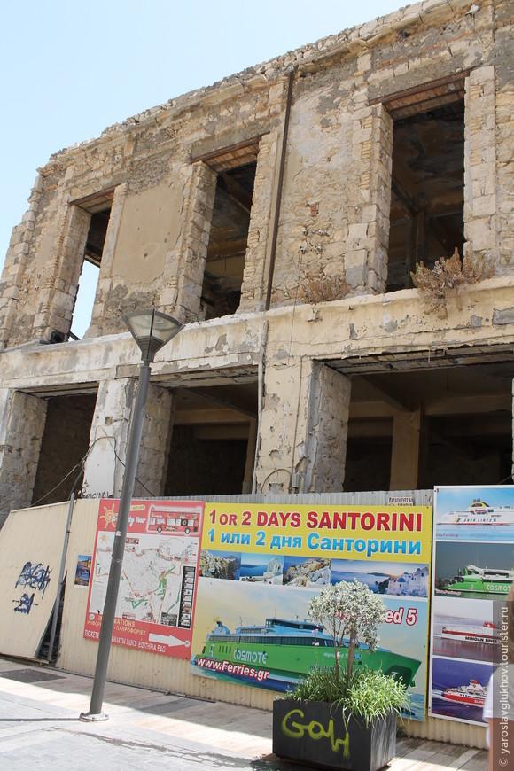 На улице 25 Августа можно встретить и такие здания.