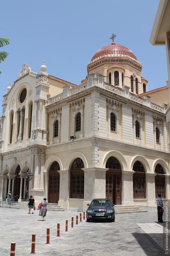 Собор Святого Мины. Вид с улицы Кириллу-Лукареос.