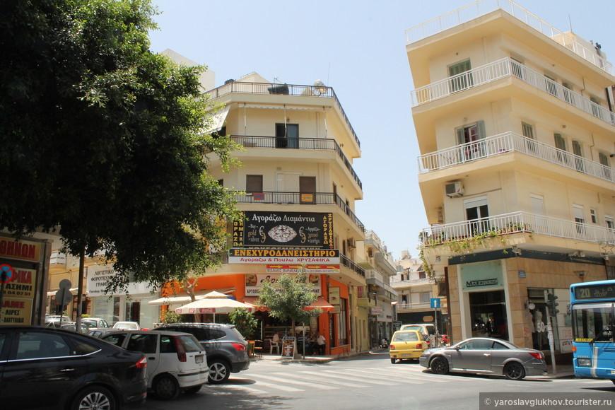 Дома на перекрёстке улиц Марогиорги, Монофатсиу и Кириллу-Лукареос.