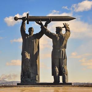 09. Монумент Тыл-Фронту является главной достопримечательностью Магнитогорска и хорошо виден со стороны левого берега.