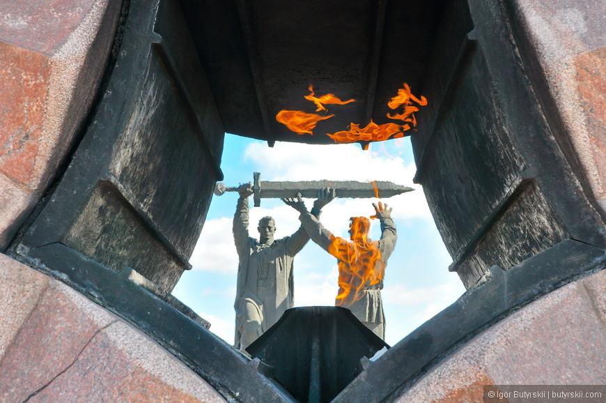 14. Памятник был изготовлен на Ленинградском заводе монументальных скульптур и был открыт 29 июня 1979 года.