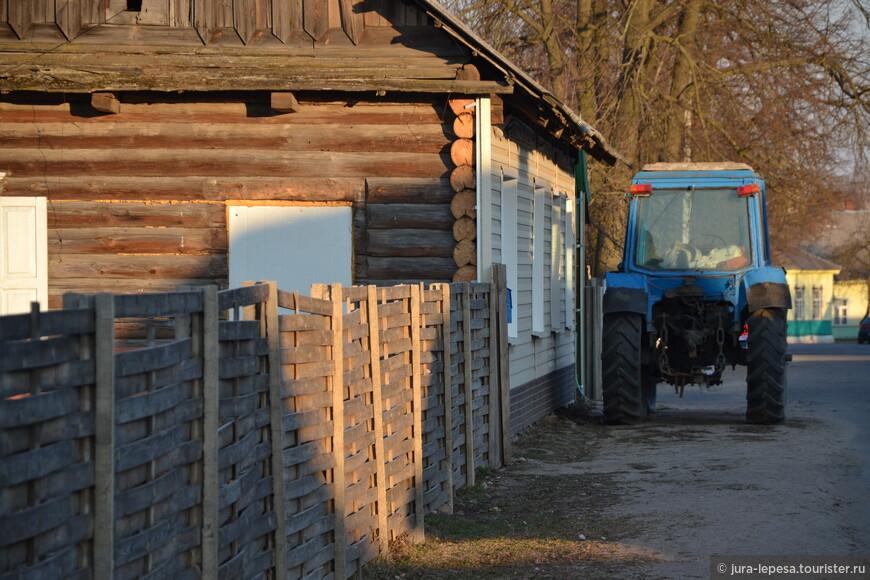 Заколочены окна,но стоит трактор.Выбор всегда за тобой.