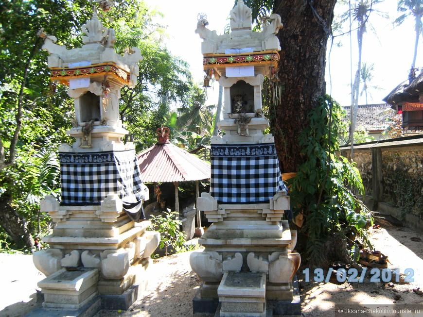 Храм возле нашего корпуса на территории отеля.