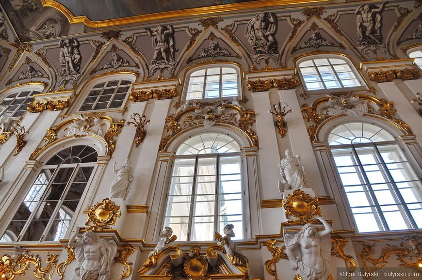05. Из-за недостатка первоначального помещения архитектором Фельтеном в 1771—1787 годах строится здание Большого Эрмитажа.