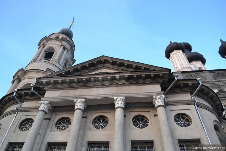 Первая Божественная литургия совершилась в храме 19 августа 2011 года, а через год — 21 июля — на престольный праздник Казанской иконы Божией Матери литургию совершил митрополит Калужский и Боровский Климент.