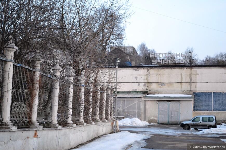 Рядом с Храмом.