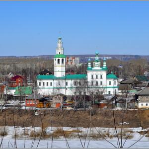 Спасо-Преображенская церковь на берегу реки Сылвы впервые упоминается в 1728 г. Она сначала была деревянной.  просуществовала до 1770 г. В 1763 г.  началось возведение новой каменной двухэтажной церкви. Строительство финансировалось на средства местных жителей, из которых наибольший вклад внёс купец Иван Хлебников. Нижний храм во имя Казанской иконы Божией Матери был освящён 31 мая 1768 г., а 5 июня 1781 г. - верхний храм во имя Преображения Господня. Была закрыта в 1929 году, а в 1994 возвращена верующим.