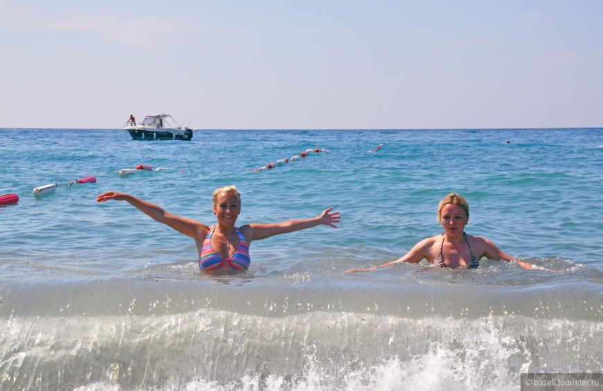 На Адриатическом побережье климат средиземноморский. В прибрежных районах лето сухое, продолжительное, жаркое (+23–25 °C), зима — недолгая и прохладная (+3–7 °C).