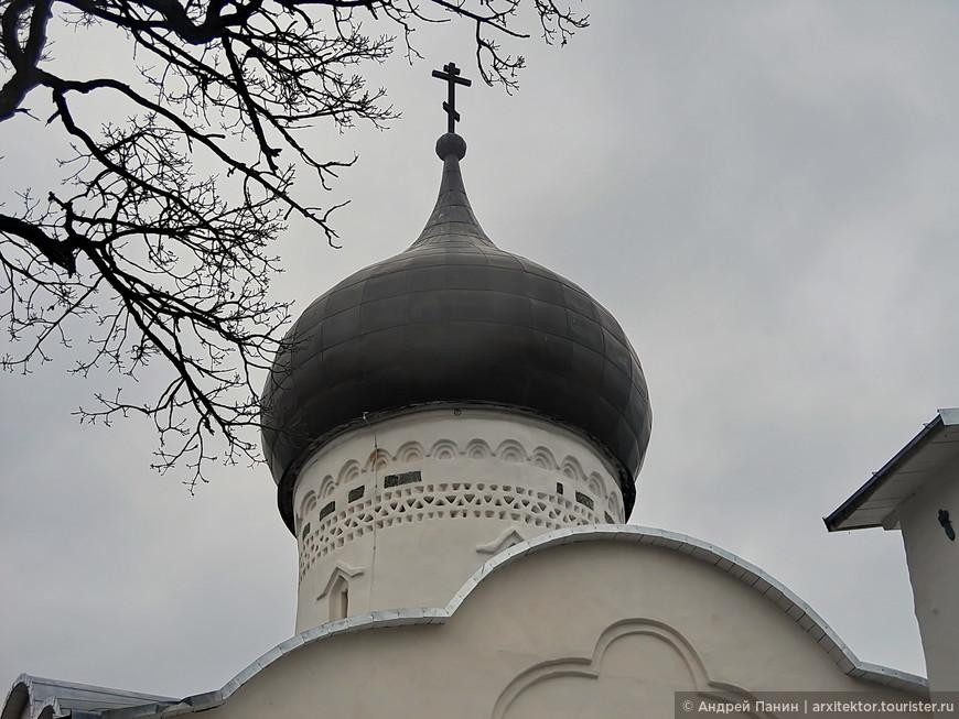 Каменные кружева и изразцы церкви Георгия со Взвоза. XV век.