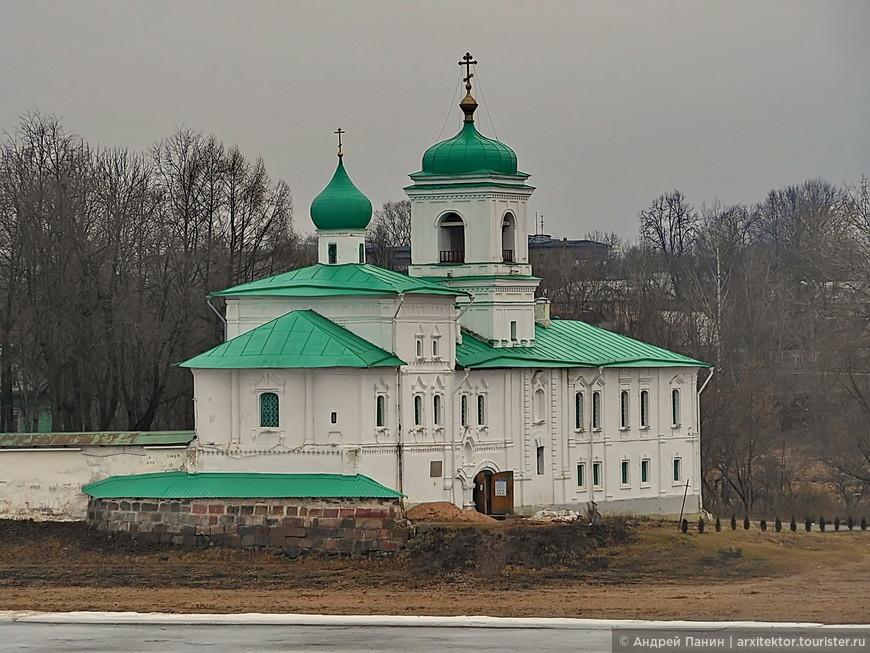 Церковь Стефана Архидиакона в Спасо-Преображенском Мирожском монастыре. XV век.