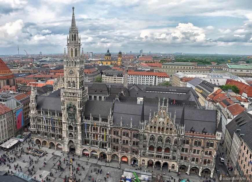 Впервые в хрониках Мюнхен упоминается в 1158 году как Villa Munichen, однако уже в 1175 году он получает городской статус и обносится стенами. Название города произошло от старонемецкого слова Mönche, означающего монахи, так как считается, что начало Мюнхену положили монахи-бенедиктинцы. С тех пор в городе произошла масса событий, среди которых и те, которые определили дальнейший ход мировой истории (именно здесь зародилась Национал-социалистическая партия Германии, например).