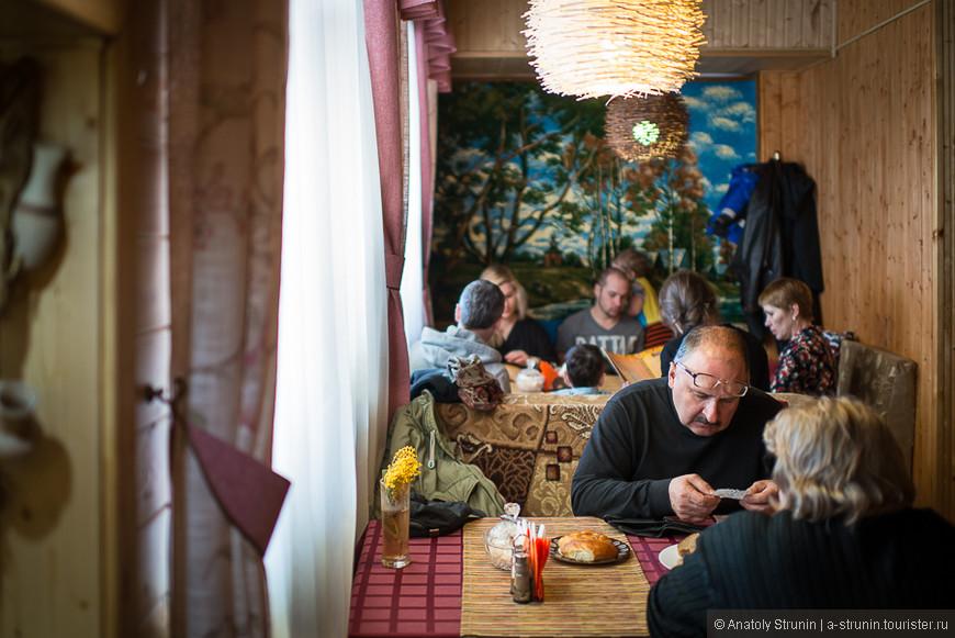 Кафе Алеша Попович, уроженец здешних мест.