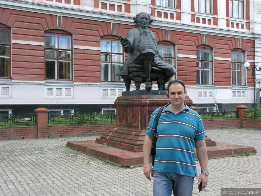 Памятник Гралю
