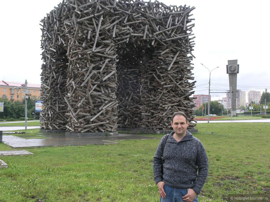 """Буква """"Пы""""... видимо, символизирует Пермь... Но сами пермяки говорят, что зря дрова перевели на это сооружение..."""