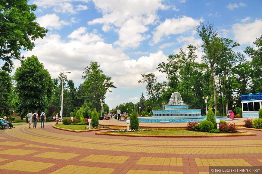 01. Площадь в центре города.