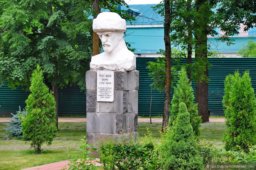04. Бюст Шора Ногмова – кабардинского поэта и историка.