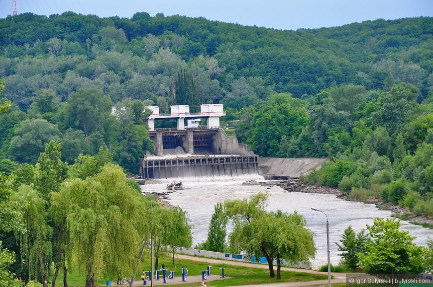 05. ГЭС выглядит очень внушающе, да еще и хорошо видна со смотровой площадки.