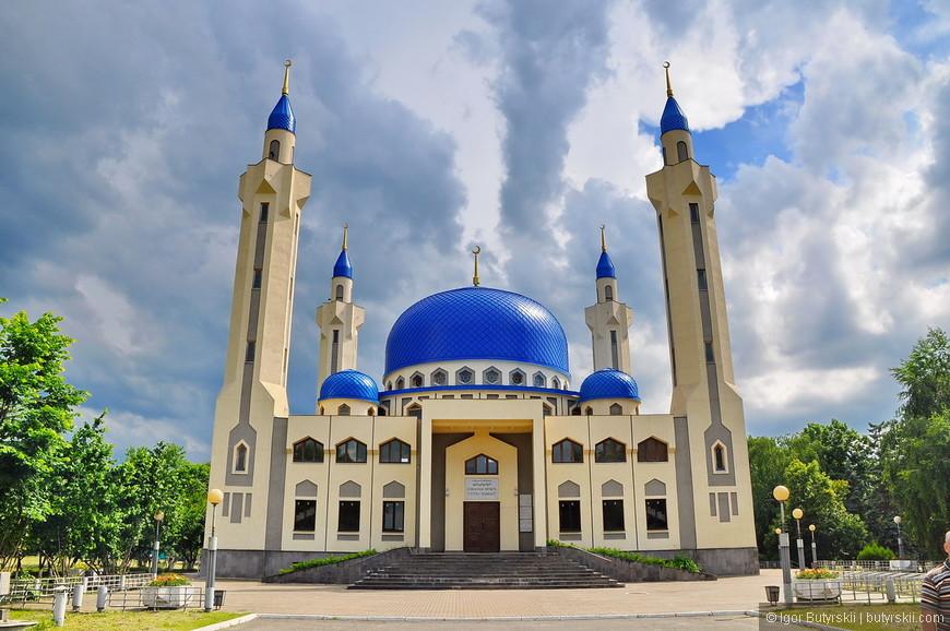 11. Главная достопримечательность города – Соборная мечеть Халид Бин Сакр-аль-Кассими.