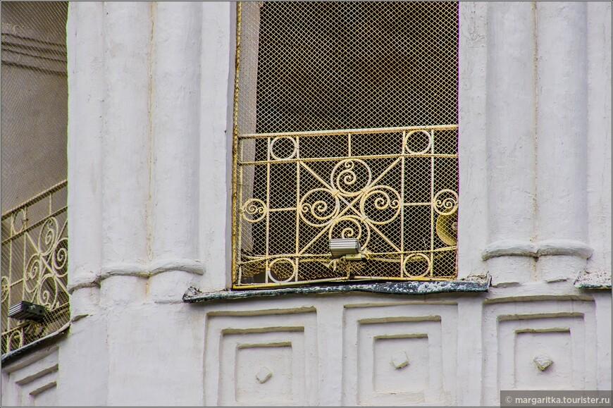 ажурные решетки - элемент украшения колокольни Богоявленско-Анастасииного монастыря