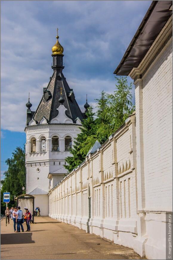 монастырская стена с колокольней по ул. Симановского