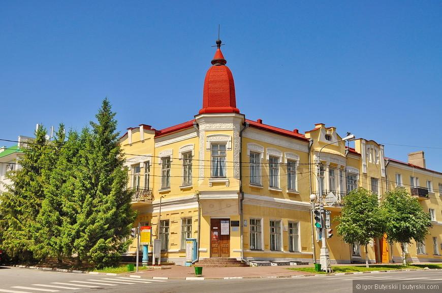 08. В старой части города есть несколько интересных строений.