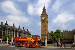Безопасные для ночной прогулки места туристы в Лондоне найдут по пурпурным флагам