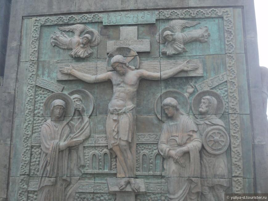 """Монумент """"История Грузии"""" в Тбилиси. Фрагмент.  Работа Зураба Церетели"""